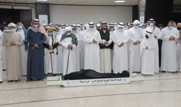 الصلاة على جنازة أحمد زكي يمانى فى مقبرة المعلاة