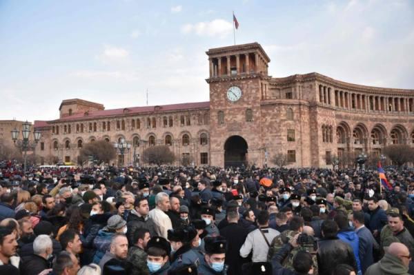 بعد اتهام محاولة الانقلاب.. رئيس وزراء أرمينيا: أسيطر على الأوضاع
