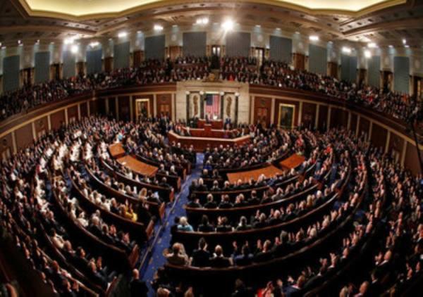 بلومبيرغ:  44 مشرعاً جمهورياً يقدمون مشروع قانون يمنع رفع العقوبات عن إيران