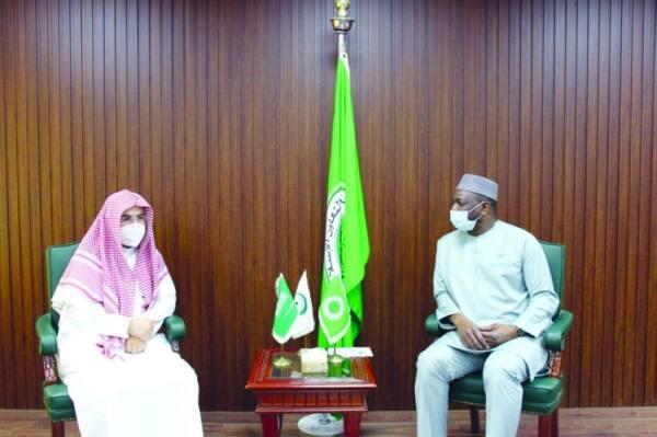 تعزيز التعاون بين «كبار العلماء» ومجمع الفقه الإسلامي