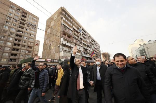 باشينيان يطلب مجددا من الرئيس الأرمني إقالة رئيس هيئة الأركان