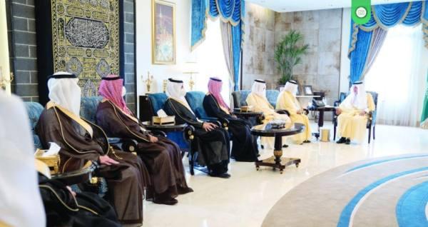 أمير مكة مستقبلا اعضاء الشورى