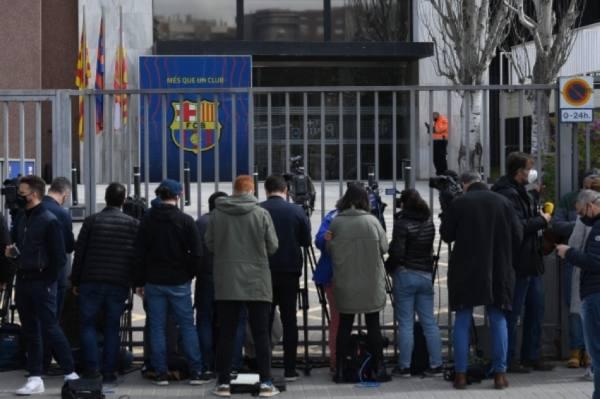 الشرطة الأسبانية تداهم مقر نادي برشلونة