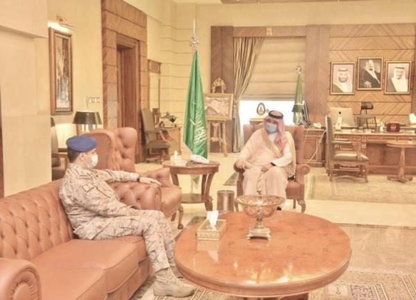 مشعل بن ماجد يستقبل قائد قاعدة الملك عبدالله الجوية