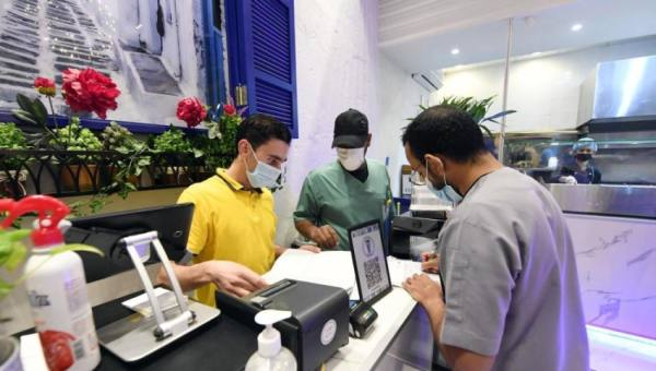 إغلاق 954 منشأة لم تتقيّد بالإجراءات الاحترازية بالمدينة المنورة