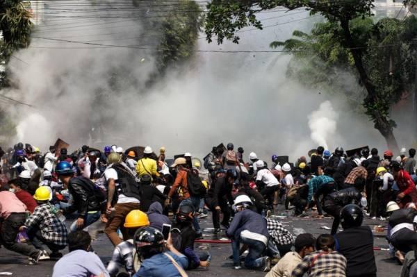 يوم دام في بورما.. 38 قتيلاً في تظاهرات ضد الأنقلاب