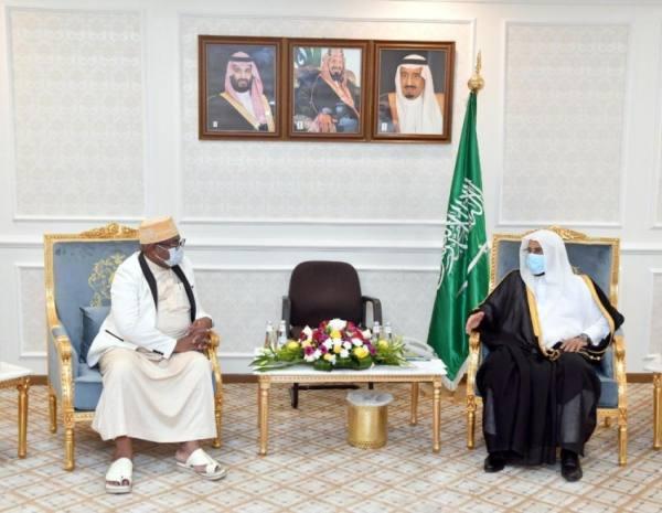 وزير الشؤون الإسلامية يبحث مع وزير العدل بجزر القمر القضايا المشتركة