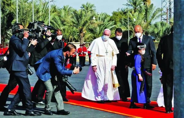 البابا يحط في بلاد الرافدين برسائل اطمئنان للمكون المسيحي
