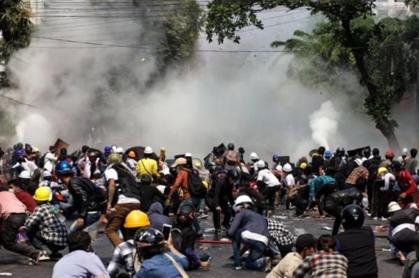 بورما.. الاحتجاجات تتجدد وانقسام
