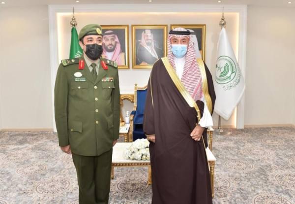 أمير نجران يقلد مدير الجوازات رتبة لواء