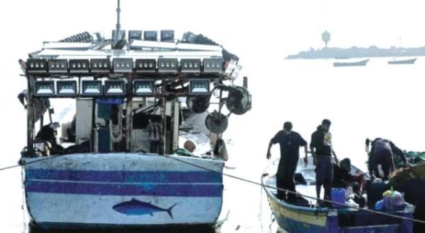 مقتل ثلاثة صيادين فلسطينيين في انفجار قارب صيد