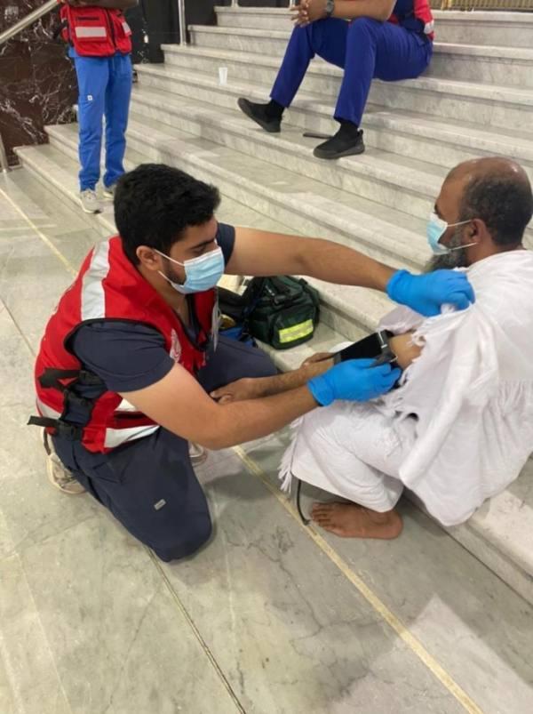 متطوعو الهلال الأحمر يقدمون 1290 ساعة خدمة في المسجد الحرام
