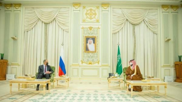 ولي العهد يستعرض مع وزير خارجية روسيا المستجدات الإقليمية والدولية
