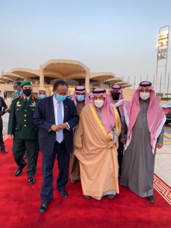 حمدوك يغادر الرياض