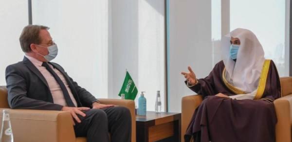 الصمعاني يبحث مع السفير الفرنسي تعزيز التعاون في المجال العدلي والقضائي