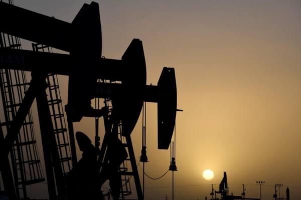 النفط يتجاهل زيادة المخزونات ويواصل الارتفاع