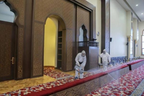 إغلاق 3 مساجد مؤقتاً في الرياض والحدود الشمالية بعد ثبوت حالات إصابة كورونا