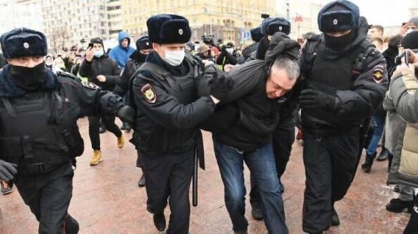 روسيا: توقيف العشرات خلال منتدى للمعارضة