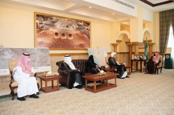 نائب أمير مكة يطلع على خطة تطوير جامعة دار الحكمة