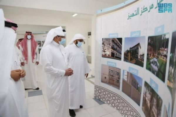 وزير التعليم يوجه بإنهاء 41 مشروعا متعثرا بالمدينة