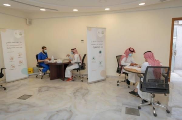 منسوبو الأحوال المدنية في الرياض يتلقون لقاح كورونا