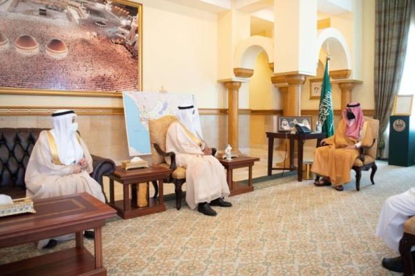 نائب أمير مكة يستقبل رئيس جامعة الملك عبدالعزيز وقائد قوة أمن المنشآت