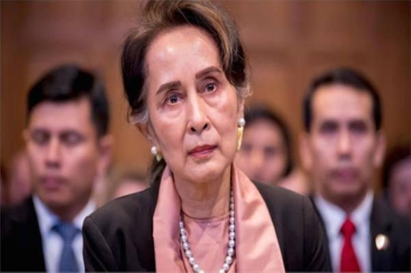 بورما: اتهامات جديدة بالفساد ضد تشي.. وأعمال عنف في عدة مدن