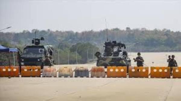 بورما.. الجيش يجبر المدنيين على تفكيك