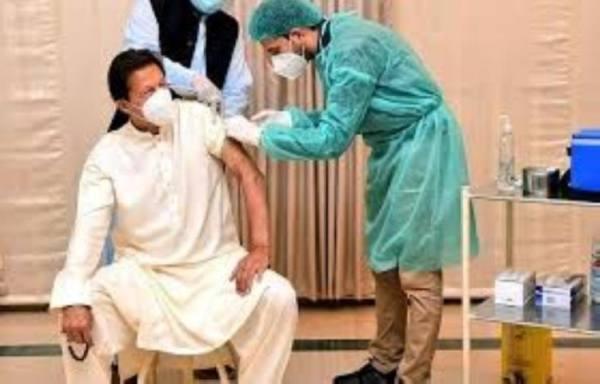 إصابة رئيس وزراء باكستان بالفيروس بعد يومين من تطعيمه