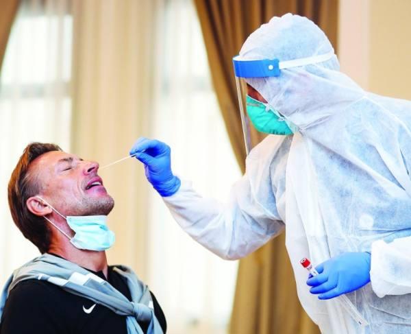 رينارد يجري المسحة الطبية