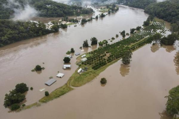 غرق مدن بعد فيضانات تاريخية في أستراليا