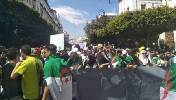 الجزائر.. تظاهرة طلابية رفضا للانتخابات