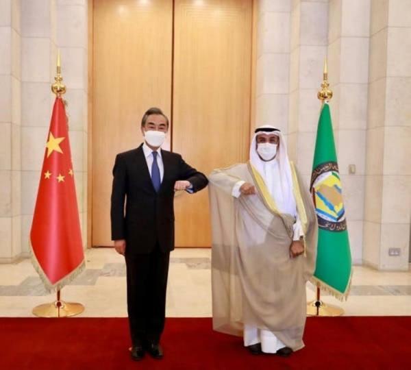 الحجرف ووزير الخارجية الصيني