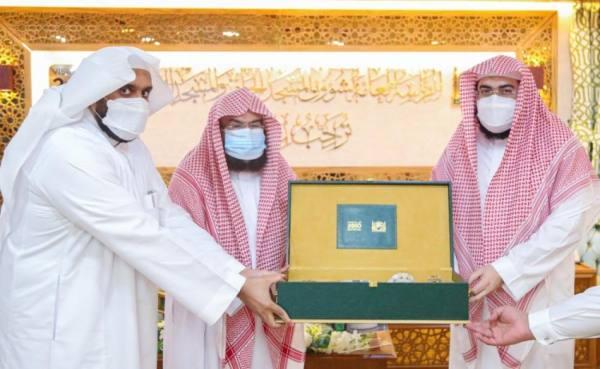 السديس يناقش مع أئمة الحرمين مهام وأعمال شهر رمضان المبارك