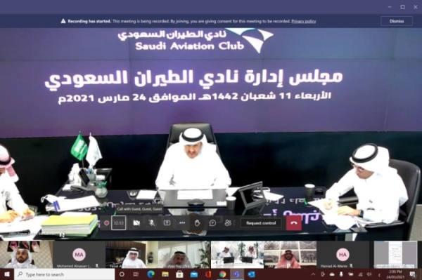 سلطان بن سلمان يناقش المشروعات المستقبلية لنادي الطيران السعودي
