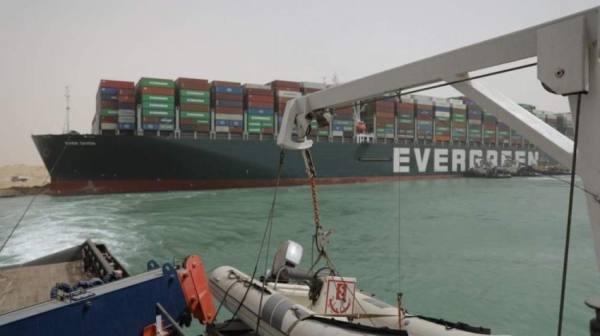مصر.. فشل جهود تعويم السفينة الجانحة بقناة السويس