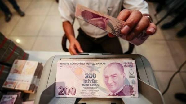 الليرة التركية تهبط 1% مع استمرار الخسائر منذ تغيير محافظ المركزي