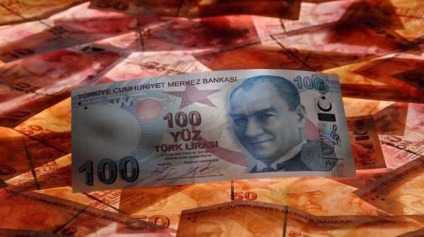 الليرة التركية تواصل الهبوط.. خسرت 2% إلى 8.4 مقابل الدولار