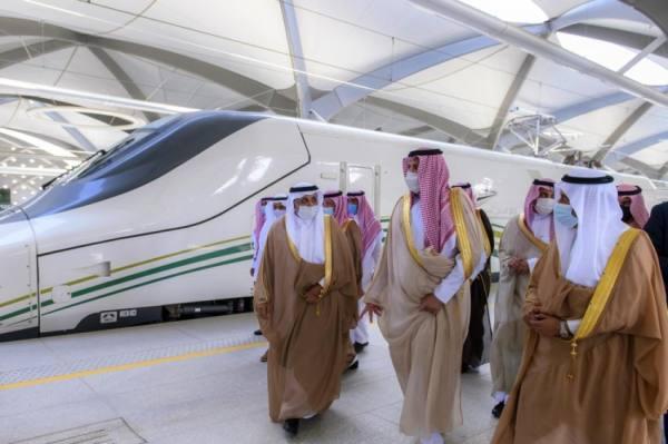 أمير المدينة يشهد استئناف رحلات قطار الحرمين ويثمن التزامها بـ