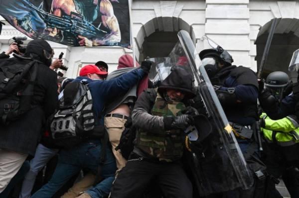 شرطيان يقاضيان ترامب على خلفية هجوم الكابيتول