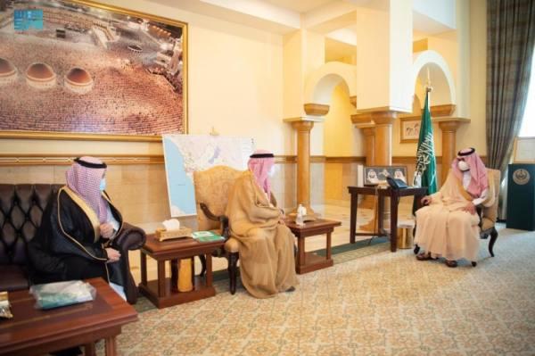 بدر بن سلطان يستقبل رئيس مجلس الجمعيات الأهلية بمنطقة مكة