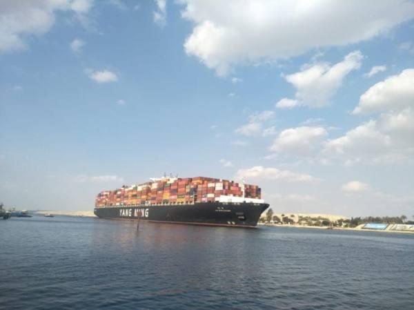 انتهاء الأزمة بقناة السويس وعبور 85 سفينة خلال يوم
