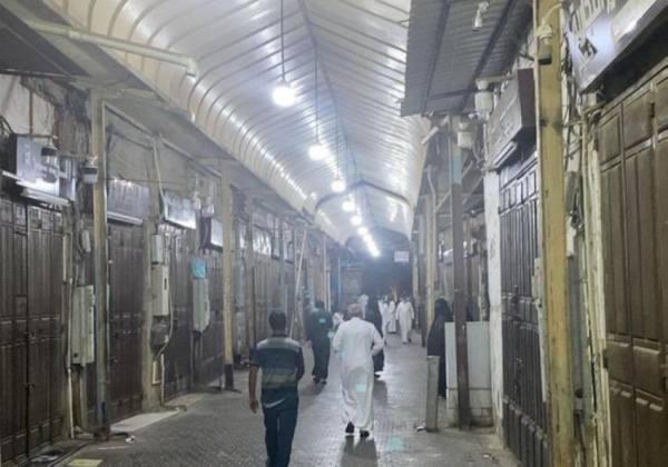 أمانة جدة تغلق سوقاً شعبية بالمنطقة التاريخية