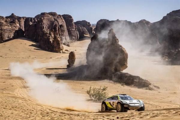 رئيس الاتحاد السعودي للسيارات يتوّج فريق