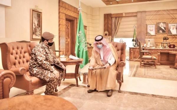 مشعل بن ماجد يستقبل قائد القوة الخاصة للأمن البيئي بمنطقة مكة