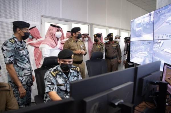 نائب أمير مكة في غرفة عمليات امن الحرم