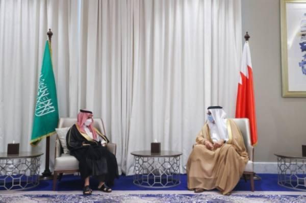وزير الخارجية يبحث مع نظيره البحريني القضايا الإقليمية والدولية