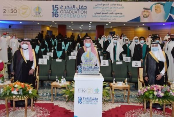 جامعة جازان تزف (19) ألف خريج وخريجة يمثلون الدفعتين