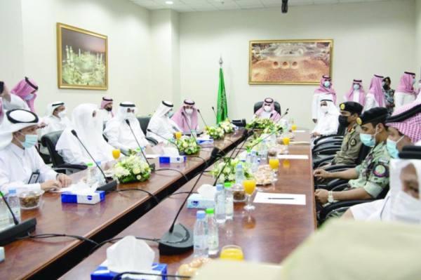 بدر بن سلطان يترأس اجتماع الحج والعمرة