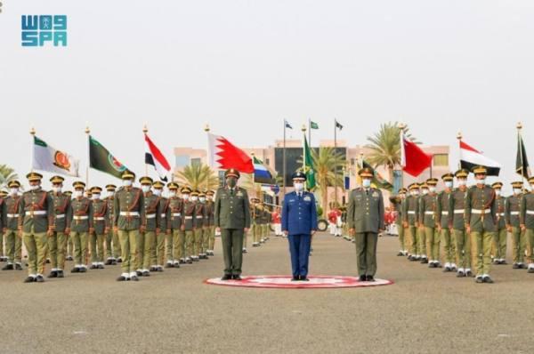 تضم طلاب دول صديقة..تخريج الدورة 18 بكلية الدفاع الجوي